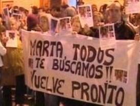 500 personas se solidarizan en Móstoles con la desaparecida Marta del Castillo