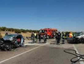 Dos muertos en un choque frontal de turismos