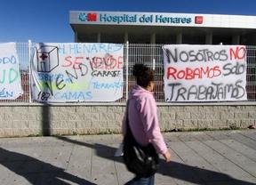 Pancartas contra la privatización del hospital del Henares
