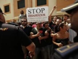 Miembros del 15M no pueden parar un desahucio en Pueblo Nuevo