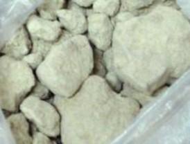 Llevaban 16 kilos de droga ocultos en peluches, ovillos y sacos de dormir