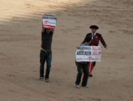 Los antitaurinos detenidos salen de la cárcel