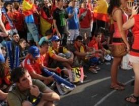 El Orgullo y la victoria de España obligan al Samur a emplearse a fondo en una 'Nochevieja veraniega'
