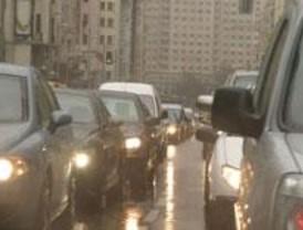 Ni el puente se libra de los atascos matutinos a causa de la lluvia