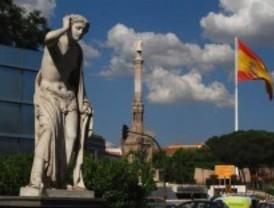La bandera de España de plaza Colón se desploma