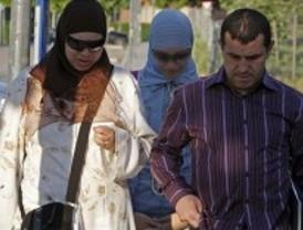 Najwa vuelve a clase acompañada de sus padres