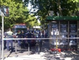 Un electricista cae fulminado de un quiosco tras manipular un cajetín en Chamberí