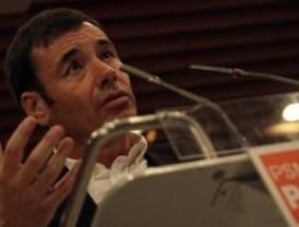 Gómez arremete de nuevo contra Sarkozy por la deportación de gitanos