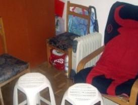 Cierran un hotel ilegal que alquilaba sillas como camas desde 10 euros a ciudadanos chinos