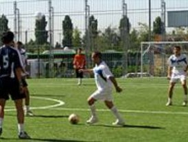 La región tendrá césped artificial en 50 campos de fútbol municipales