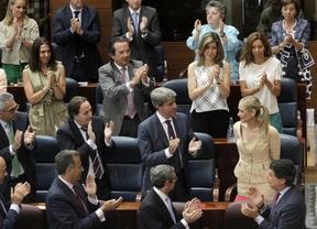Cristina Cifuentes y el grupo del PP en la sesión de investidura
