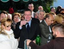 Madrileños y visitantes en la Pradera