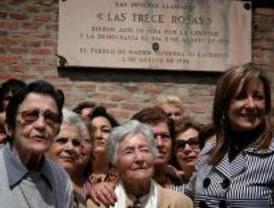 Homenaje a las 'Trece Rosas' en la Almudena