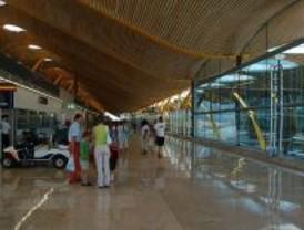 Un hijo de Bin Laden pide asilo político en España al llegar al aeropuerto de Barajas