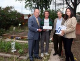 El alcalde de Las Rozas visita los colegios premiados en el programa de huertos escolares