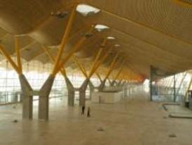 Muere un pasajero por infarto tras aterrizar en Barajas