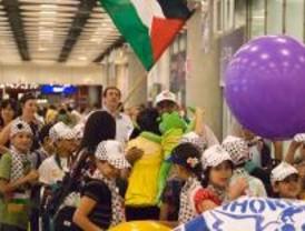 Barajas recibe a los niños refugiados del conflicto palestino-israelí