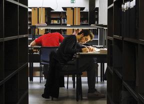 La cuantía las becas universitarias baja de 3.101 euros a 2.824