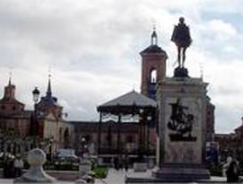 La estatua de Miguel Cervantes restaurada en Alcalá de Henares