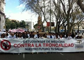 Miles de estudiantes de medicina denuncian en Madrid las incertidumbres del Real Decreto de Troncalidad