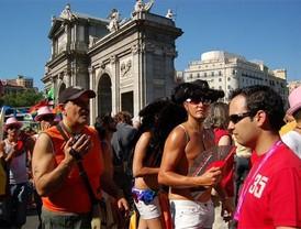 Los gays pasean su orgullo por Madrid