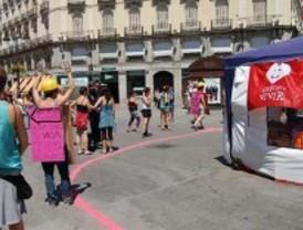 Feministas del 15-M protestan contra la acampada antiabortista por ser