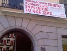 Denuncian que Educación tiene pancartas de la JMJ en su fachada