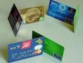 La Policía detiene a dos personas por usar fraudulentamente tarjetas de crédito