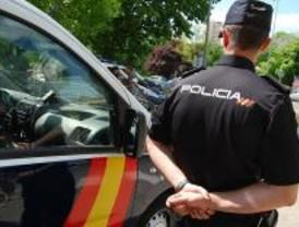 Un agente de Policía Nacional evita un suicidio a distancia