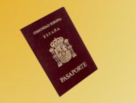 Al mes se detectan en Barajas 300 visados y pasaportes falsos
