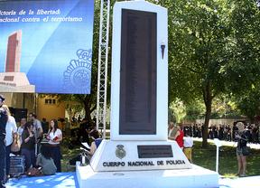 Un monumento recuerda a los policías fallecidos por el terrorismo