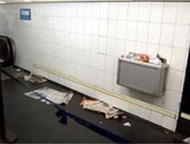 En huelga los trabajadores de limpieza del metro
