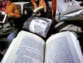 Madrid organiza el primer récord de lectores en el Metro