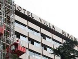 Un incendio en el Hotel Villamagna provoca una gran columna de humo