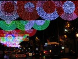 Un informe revela que Madrid gasta el doble en luces de Navidad que Barcelona