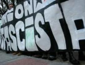 Unas 100 personas en la concentración antifascista de Pozuelo de Alarcón