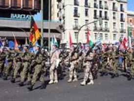 Miles de madrileños presencian el desfile del Día de la Fiesta Nacional