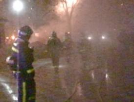 Cuatro heridos leves por un aparatoso incendio en un garaje de Moratalaz
