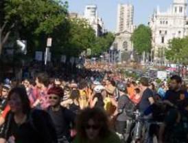 Miles de ciclistas paralizan Madrid
