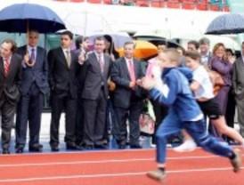 Tres Cantos estrena pista de atletismo en el polideportivo de La Luz