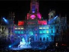 El Ayuntamiento felicitó a los madrileños con un 'show' en Cibeles
