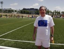 Periodistas, parlamentarios europeos y personas sin hogar celebran un torneo de fútbol solidario