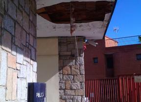 Parte del techo se desprende en la Unidad de Policía Municipal de Latina
