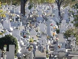 Millones de madrileños visitan los cementerios