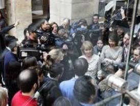 La clase política recibe a Aguirre y condena el terrorismo