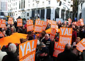 Afectados por el fraude de Forum y Afinsa se manifiestan en Colón 8 años después para exigir soluciones