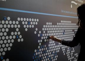 Un mapamundi en El Corte Inglés para celebrar el Día Mundial del agua