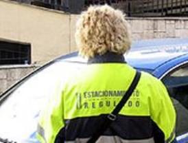 IU critica la falta de medios de los agentes del SER para controlar la carga y descarga