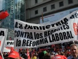 IU llama a movilizarse contra los recortes de Zapatero
