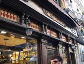 Un pequeño incendio afecta al ropero del restaurante Lhardy sin provocar heridos